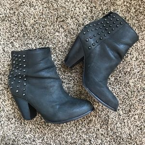 STEVE MADDEN Leather spiked black booties 7.5